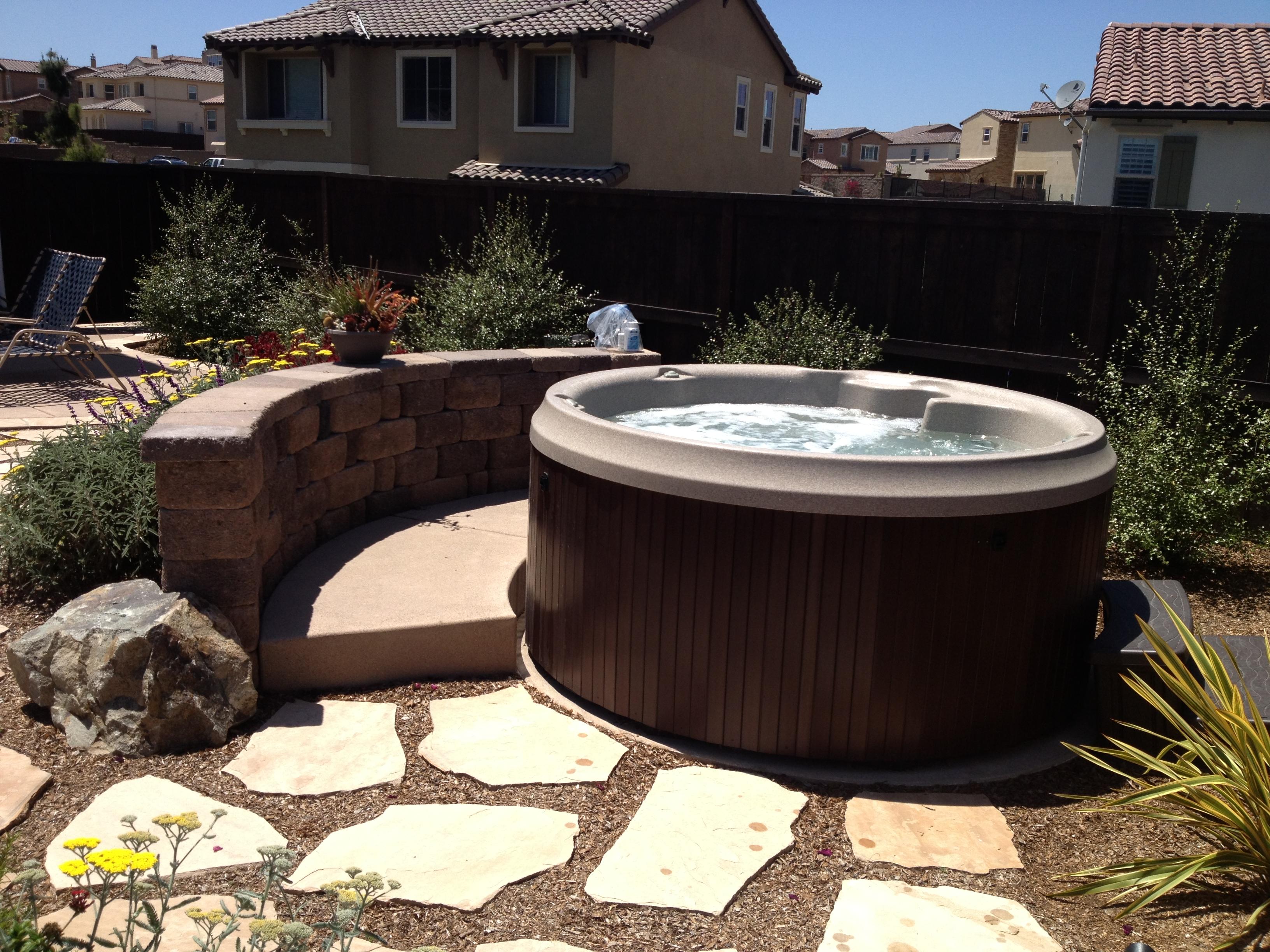 j 210 round hot tub seats 4 adults jets 19. Black Bedroom Furniture Sets. Home Design Ideas